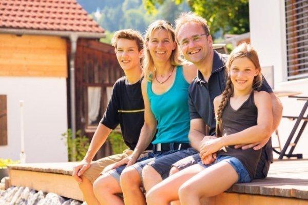 عائلة مضيفة 600x400 - الإقامة مع عائلة مضيفة